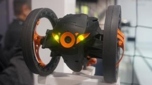 一个会飞一个能跳 Parrot智能玩具总动员