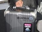 智能行李箱面世 ICT解决旅行难问题