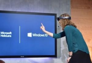 全息影像头戴设备HoloLens成微软Windows10发布会亮点