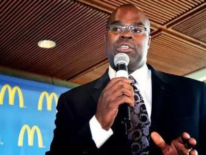 麦当劳2014业绩不出意外的差 首位黑人CEO辞职