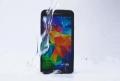 """三星盖世 S5完成""""冰桶挑战"""",点名iPhone 5s"""