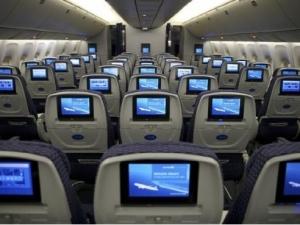 坐飞机上网更快 机舱互联网下载达9.8Mbps