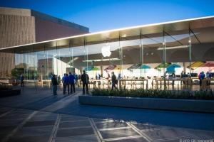 苹果第一财季iPhone销量创新纪录 但不及华尔街预期