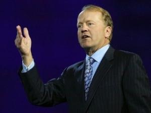 思科CEO钱伯斯放狠话 将对决VMware及白牌交换机