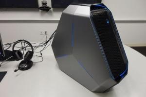 极致炫酷的科幻造型 戴尔发新游戏PC外星人Area-51