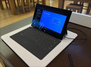 分析称微软可能在开发12寸版Surface Pro平板