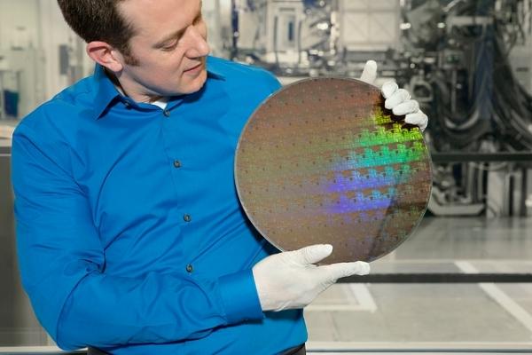 摩尔定律堪称不死神话: IBM开发5纳米芯片