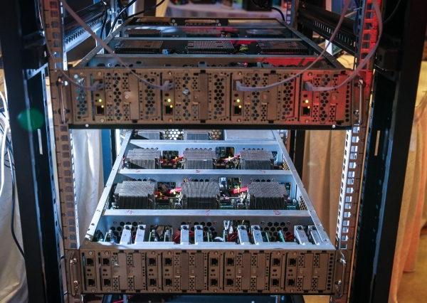 """解决了慢卡顿,英特尔还想从主板、存储到外设,为设计师PC开启""""一站式""""服务"""