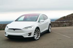 特斯拉Autopilot自动驾驶功能更新:更加安全、智能