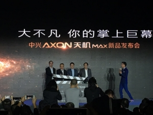 大屏旗舰收官 中兴发布AXON天机MAX