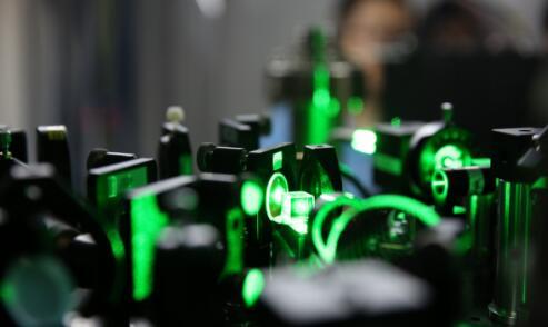 超算都不够看了,中国首个光量子计算机原型机诞生