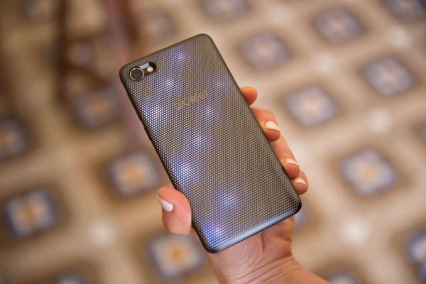 """""""MWC 2017""""第一天:索尼、阿尔卡特推出新款手机"""