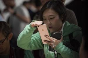 """传FB将推""""球形""""视频应用 手机也能玩虚拟现实"""