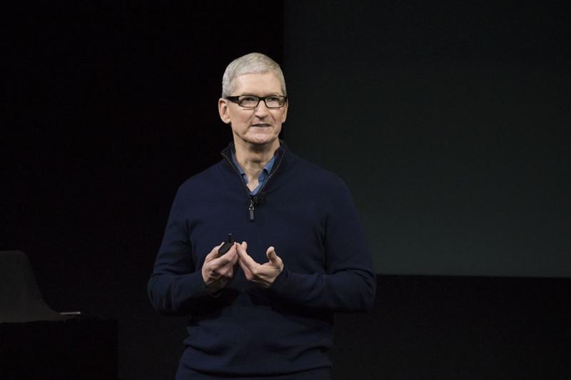 苹果与FBI大战一年后:仍旧陷入两难
