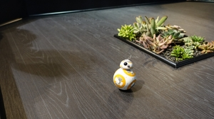 CES2016:原力手环控制BB-8机器人实拍