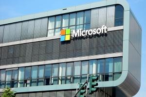 微软第二季度业绩表现强劲,商业云的年化收入高达140亿美元