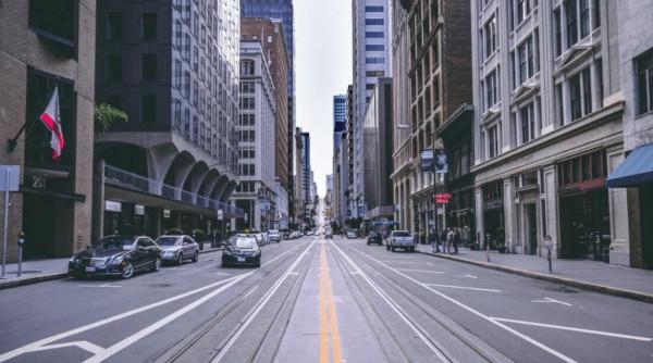 为什么城市必须缩小行车道为行人腾出空间?