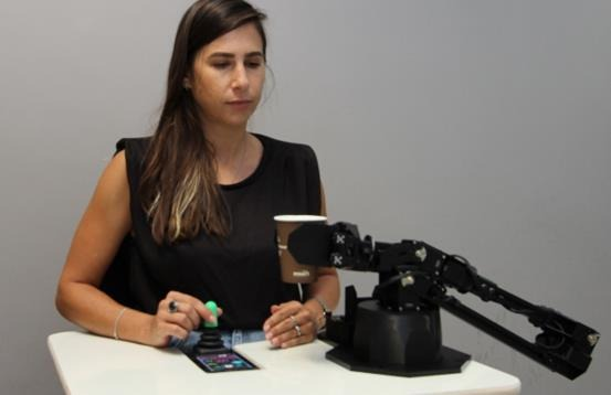 英特尔与埃森哲共同支持神经拟态研究项目,将为轮椅上的儿童带来福音
