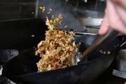 物理學家揭開炒飯的秘密