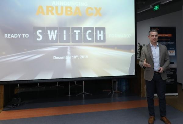 Aruba CX下一代交�Q平�_ �有��c�o����F安全的�o�p融合