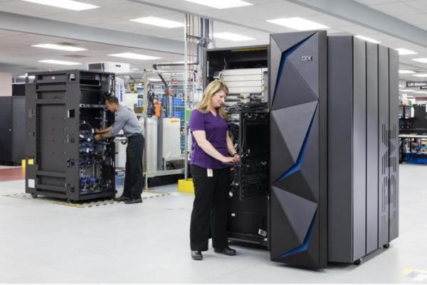 "IBM首次推出面向现代云数据中心""小型化""大型机"
