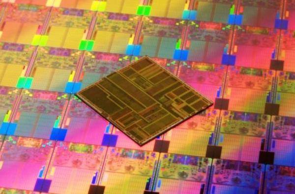 英特尔开始量产10纳米处理器 7纳米芯片定档2021年
