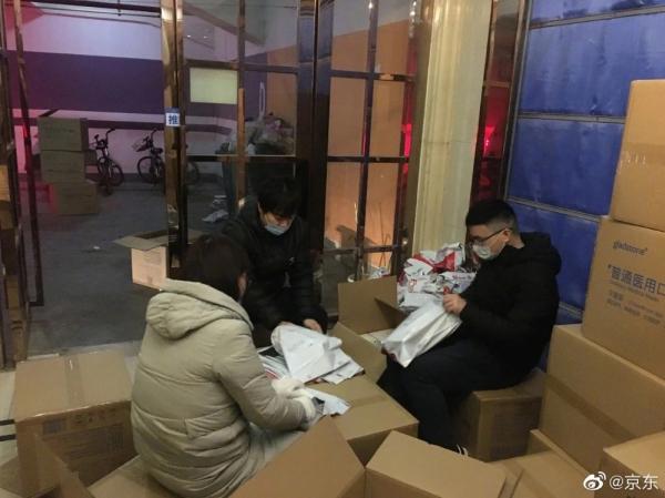 京东宣布向武汉市捐赠100万只医用口罩及6万件医疗物资 首批已出库