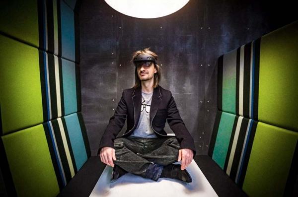 微软HoloLens 2现身:科技魔法走进真实世界
