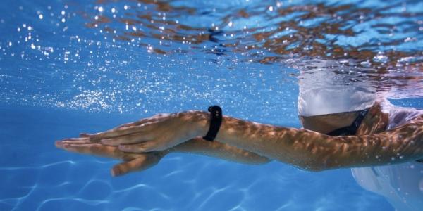 首款人工智能彩屏手环,小米手环4发布售169元起