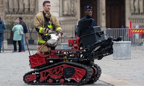 机器人巡逻员:体温超过设定值?不戴口罩?立马报警!