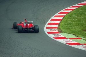 F1在AWS上�\行空��恿�W模�M以改善���O�