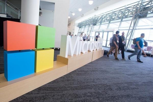微软收购聊天机器人初创公司Xoxco