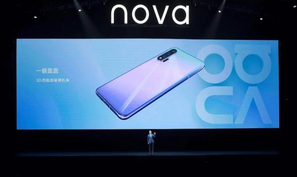 """华为nova6 5G来了:一部刚出道就拿下自拍""""C位""""的手机"""