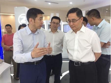 四川省副省长彭宇行赴成都曙光调研