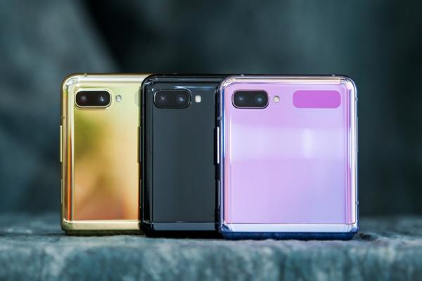 """Samsung Galaxy Z Flip:把手机""""对折"""" 手机其实可以做得更小巧"""
