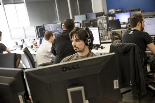 顶尖游戏公司育碧着手把AI用于游戏 赛车游戏也要考虑自动驾驶