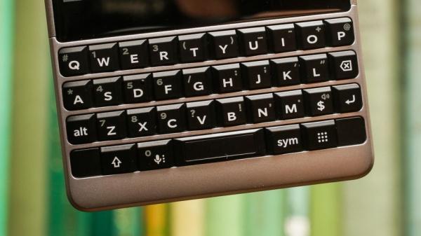 """黑莓Key2:信仰卖不了好价钱,但加上""""魔法""""或许可以"""