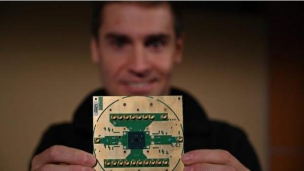 英特尔发布低温量子控制芯片Horse Ridge 朝量子实用性迈进一步