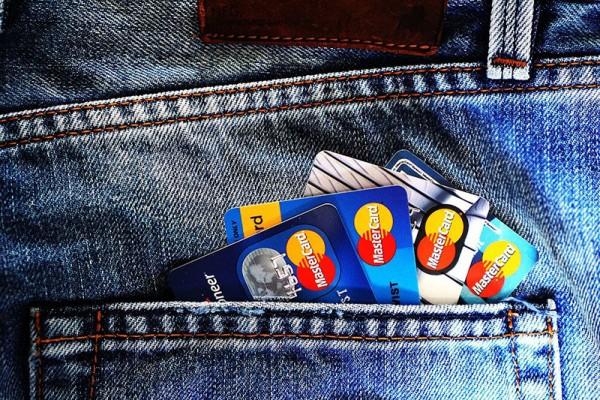 当金融服务无处不在,银行正在经历什么?
