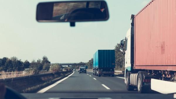 经验的积累与运用 是自动驾驶卡车安全行驶的关键
