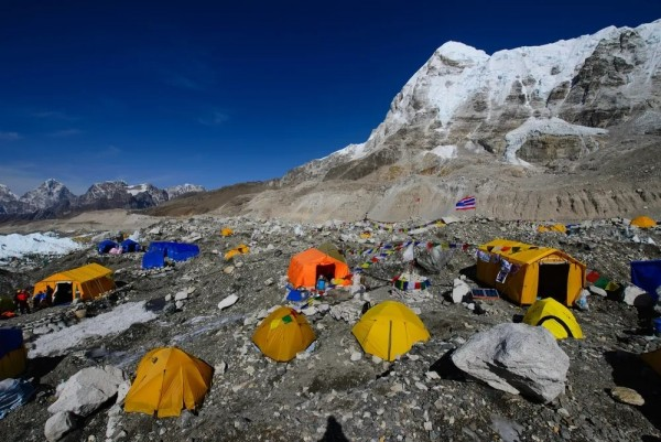 珠峰清道夫,一群更值得我们致敬的攀登者