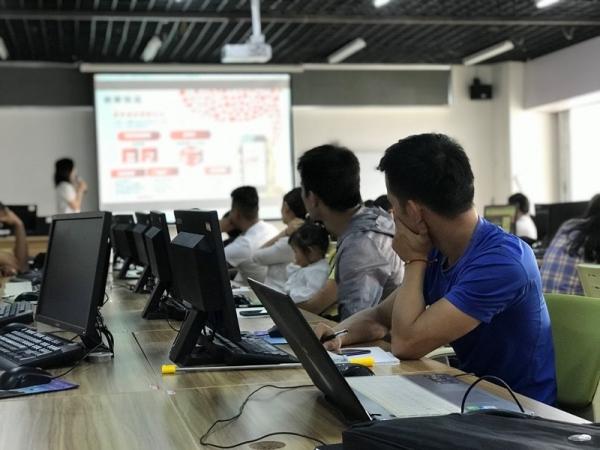 拼多多与中国农业大学签署协议 年内将培养2000名新农商人才