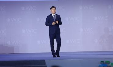 百度公司创始人、董事长兼首席执行官李彦宏:《人工智能·现在进行时》