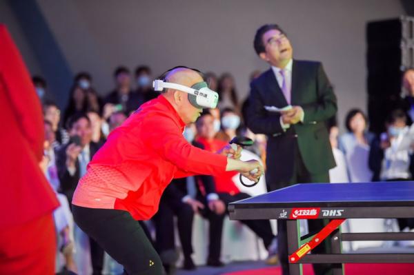 VR远程打球、人机对战,高通携乒乓机器人参加乒乓外交50周年纪念活动