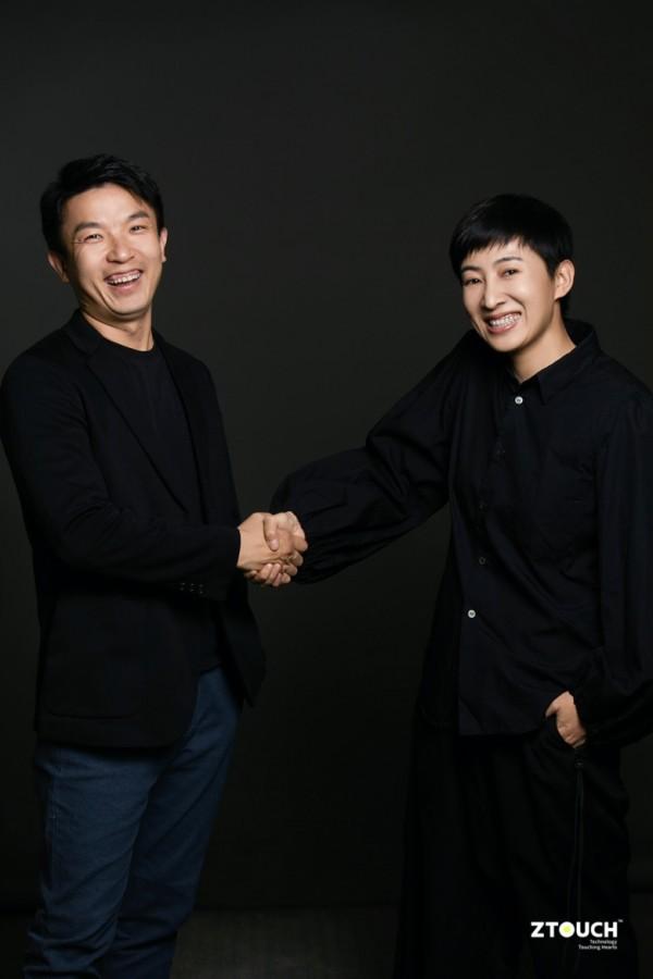 穿黑色衣服的男人站在一起描述已自动生成