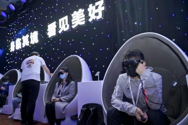 华为携手钢琴家郎朗,想为你演奏一场个人专属的VR音乐会