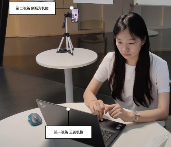 女人在切桌子上的电脑  中度可信度描述已自动生成